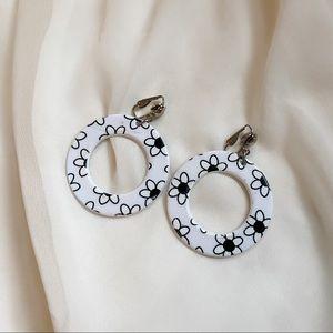 VTG Retro White Black Flower Hoop Clip Earrings